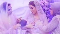 <p>Tak hanya dekorasi ruangannya saja, pakaian yang dikenakan Tasya dan buah hatinya, beserta keluarga dan kerabat yang hadir juga bernuansa ungu. (Foto: Instagram @tasyafarasya)</p>