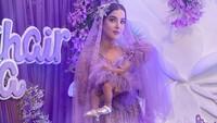 <p>Meski tidak diperlihatkan wajahnya, penampilan putri kecil Tasya juga mencuri perhatian, Bunda. Ia nampak cantik dengan gaun ungu dan sepatu kecil berwarna silver yang dikenakannya. (Foto: Instagram @tasyafarasya)</p>