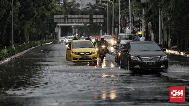 BMKG mengeluarkan peringatan dini cuaca di wilayah Jakarta, Bogor, Depok, Tangerang, dan Bekasi yang berpotensi hujan hingga pukul 13.20 WIB, Minggu (24/1).
