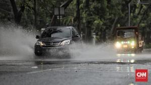 Hujan Sejak Minggu Pagi, 10 Titik di DKI Tergenang