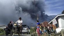 Gunung Sinabung Tujuh Kali Erupsi Sepanjang Hari Kemarin