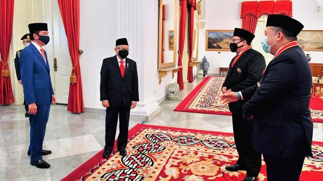 Fadli Zon membaca gelagat penanganan pandemi saat ini diurus oleh pejabat bermental 'asal bapak senang'. Dia meminta Jokowi untuk segera ambil alih komando.
