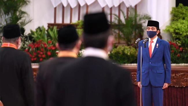 Presiden Jokowi menyatakan pemerintah akan membagikan bantuan modal kerja darurat sebesar Rp2,4 juta kepada pelaku UMKM yang tertekan corona pekan depan.