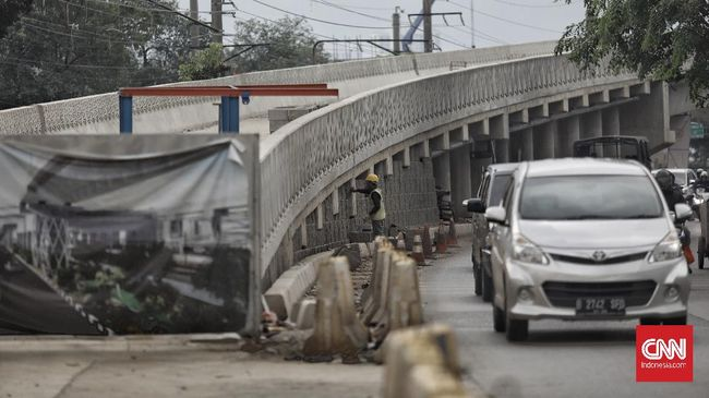 Jalan layang Lenteng Agung dan Tanjung Barat  bertujuan untuk mengurai kemacetan lalu lintas serta menghapus perlintasan sebidang kereta api.