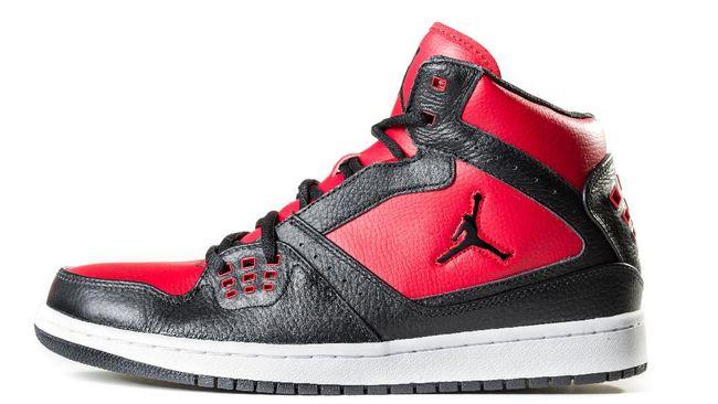 Sepasang sepatu olahraga Michael Jordan dijual seharga U$615 ribu (Rp9,1 miliar), kata rumah lelang Christie.