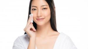 bagi kamu yang remaja, tahapan awal skincare rutin kamu bisa dimulai dengan micellar water