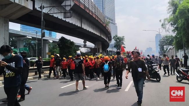 Elemen buruh mengklaim polisi mengamankan lebih dari 100 orang yang ingin mengikuti unjuk rasa menolak RUU Omnibus Law di Jakarta, hari ini.