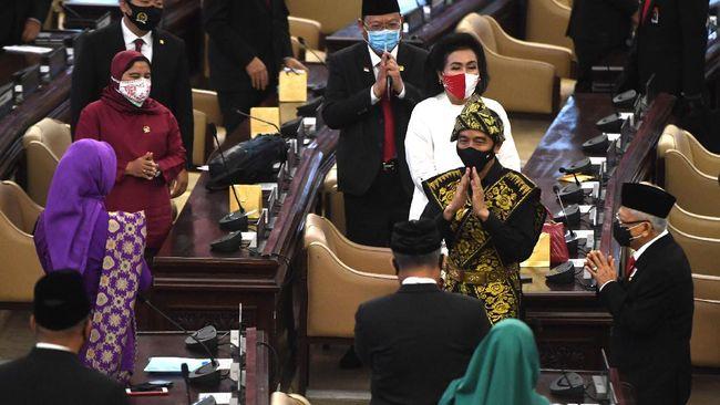 Presiden Jokowi menargetkan defisit dalam RAPBN 2021 sebesar 5,5 persen, lebih tinggi dari proyeksi sebelumnya 4,5-4,7 persen.