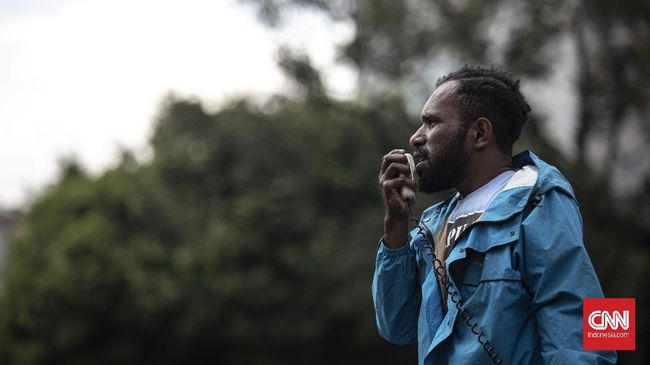 Direktur LBH Bali Ni Kadek Vany Primaliraning ke Polda Bali terkait dugaan makar karena pihaknya dinilai memfasilitasi massa aksi Papua.