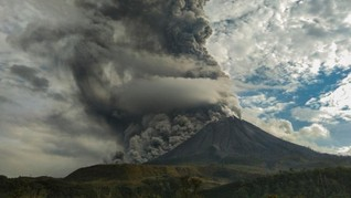 Awan Panas Gunung Sinabung 2 Km, Tiga Kecamatan Terdampak