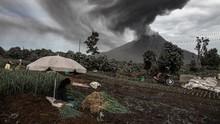 FOTO: Gunung Sinabung Kembali Erupsi