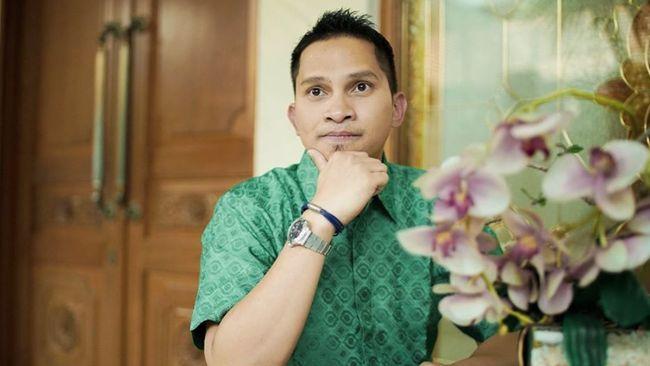 Putra Amien Rais, Mumtaz Rais menyatakan akan berenang dari Jakarta ke NTT jika PAN Reformasi terbentuk. Komentar itu menunjukkan ketidakmatangan berpolitik.
