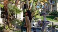 <div>Rahma Azhari melakukan maternity photoshoot di halaman belakang rumahnya yang asri di Los Angeles, Amerika Serikat. (Foto: YouTube Sarah Azhari)</div>
