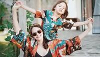 <p>5. Kompak memakai baju yang sama dengan bjorka, babymoon Sabai makin seru ya, Bunda!(Foto: Instagram @sabaidieter)</p>