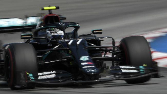 Pembalap Mercedes Valtteri Bottas menang F1 GP Rusia di Sirkuit Sochi dengan mengalahkan Max Verstappen, Minggu (27/9).