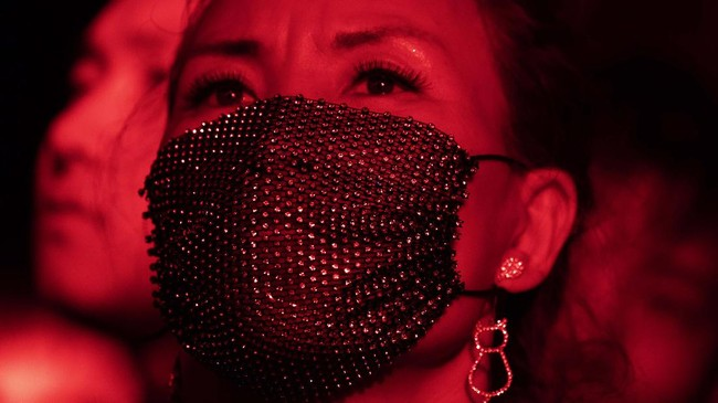 Di tengah situasi pandemi yang masih melanda banyak negara di dunia, China justru membuka konser luar ruang pertama pada tahun ini, Midi Music Festival.