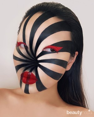 Potret makeup ilusi wajah ala Mimi Choi yang hasilnya bikin takjub.