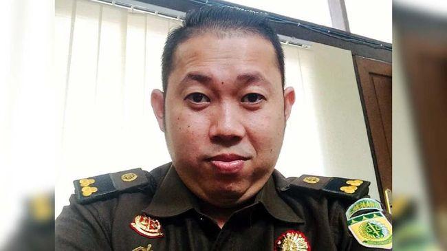 Salah satu jaksa kasus penyiraman air keras penyidik KPK Novel Baswedan, Robertino Fedrik Adhar Syaripuddin meninggal dunia.