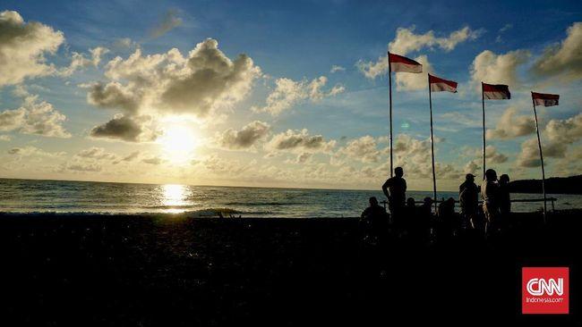 Upacara Kemerdekaan Republik Indonesia hari Senin (17/8) pagi dilaksanakan di sejumlah daerah dengan menerapkan protokol kesehatan.