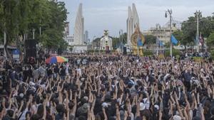 Rakyat Thailand Turun ke Jalan Menuntut PM Prayut Mundur