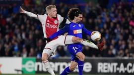 Dibidik Koeman, Bintang Ajax Pilih Gabung ke MU