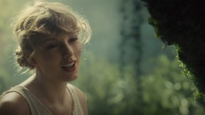 Taylor Swift Rilis 'Konser' Album folklore di Disney+