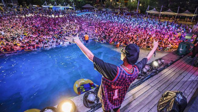 Ribuan orang menghadiri festival musik di Wuhan usai pemerintah daerah yang disebut-sebut sebagai tempat awal mula virus corona merebak itu mengakhiri lockdown.