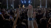 Demo puluhan ribu mahasiswa dan warga anti-pemerintah Thailand masih berlanjut sejak sebulan lalu dan diperkirakan akan terjadi hingga beberapa hari ke depan.