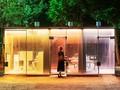 'Menantang Adrenalin' kala Pipis di Toilet Transparan Tokyo