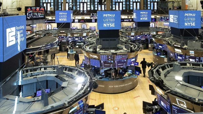 Wall Street menendang CNOOC, raksasa minyak asal China, dari bursa saham yang diperdagangkan, buntut ketegangan hubungan AS-China.