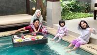 <p>Kita doakan semoga keluarga Ustaz Riza Muhammad dan Indri Giana selalu diberikan kesehatan dan rezeki.</p>