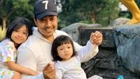 <p>Ustaz yang bernama lengkap May Riza Kurnia itu, dikaruniai dua anak perempuan dari pernikahannya dengan pesinetron cantik Indri Giana.</p>