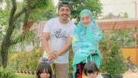 <p>Tagihan listrik Ustaz Riza dan Indri Giana pun membengkak lantaran efek krisis keuangan di keluarganya.</p>