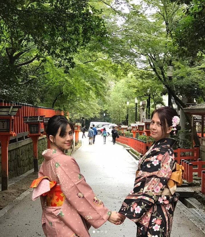 Zara Adhisty dan ibunda