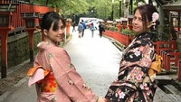 <p>Kompaknya Zara Adhisty dan ibunda saat sama-sama memakai pakaian tradisional Jepang. (Foto: Instagram @mrssaladin)</p>