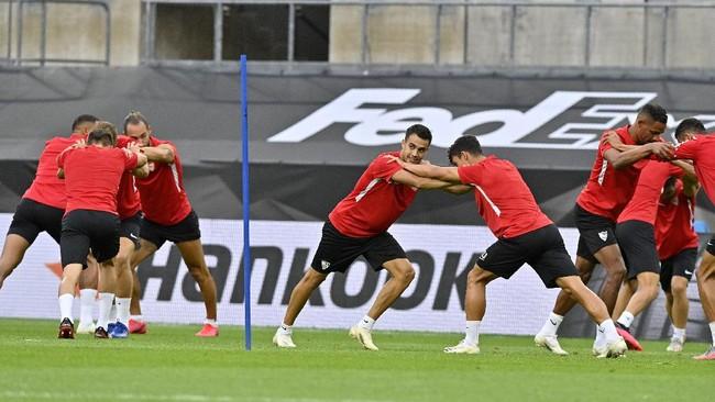 Sevilla dan Inter Milan telah melakukan persiapan terakhir jelang final Liga Europa 2020 di Stadion Rhein Energie, Jerman, Sabtu (22/3).
