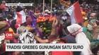 VIDEO: Warga di Lumajang Gelar Tradisi Grebeg Gunungan 1 Suro