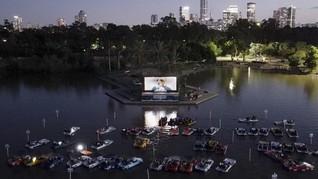 FOTO: Bioskop Terapung, Alternatif Nonton Film Saat Pandemi