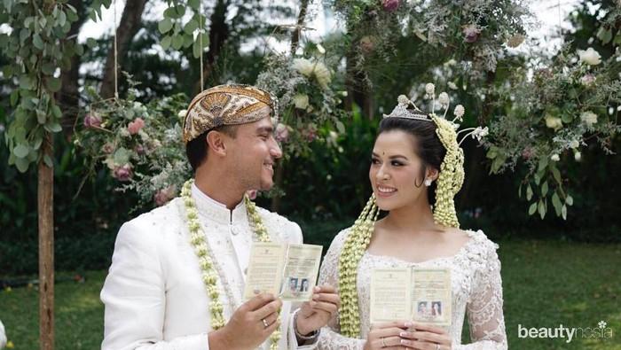 Inspirasi Pernikahan Adat Sunda ala Artis, Cantik dan Manglingi!