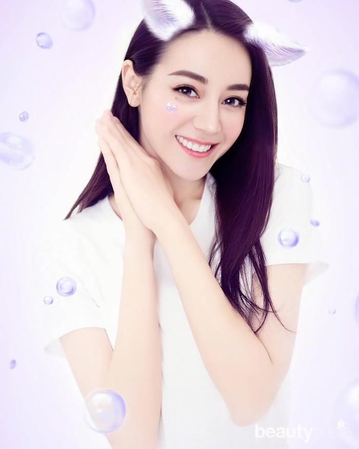 Kecantikan Dilraba Dilmurat telah diakui banyak orang. Tak heran, perempuan 28 tahun ini beberapa kali masuk nominasi wanita tercantik di Asia. Pada 2018, I Magazinemenobatkan Dilraba sebagai wanita tercantik di Asia. Ia mampu mengalahkan kecantikan bintang Korea Selatan Song Hye Kyo. (Foto: https://www.instagram.com/dear_dlrb/)