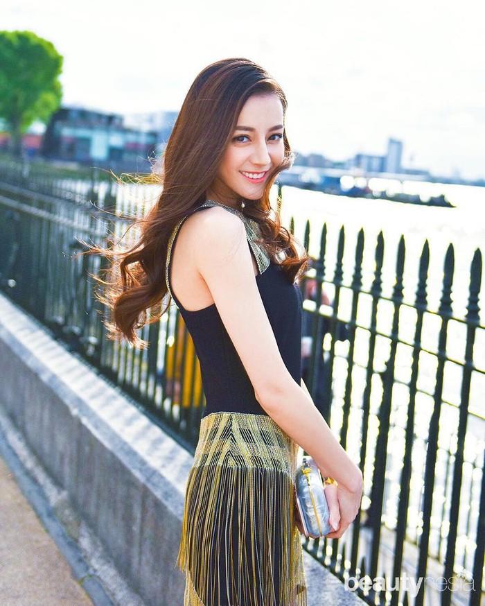 Kemampuan akting Dilraba Dilmurat sudah tak diragukan lagi. Kemampuan itu didapat ketika menuntut ilmu di Akademi Teater Shanghai untuk belajar seni peran. Pada 2013, Dilraba Dilmurat memulai debutnya di dunia hiburan. (Foto: https://www.instagram.com/dear_dlrb/)