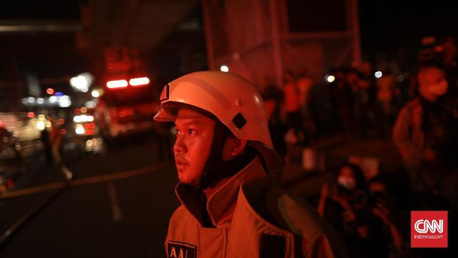 Gedung BEC di Jalan Purnawarman Bandung terbakar Kamis (18/2) sekitar pukul 18.42 WIB.