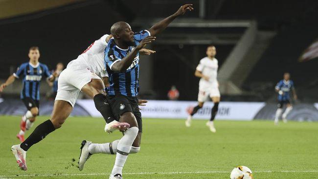 Romelu Lukaku disebut-sebut begitu terpukul setelah Inter Milan gagal jadi juara Liga Europa setelah takluk dari Sevilla.
