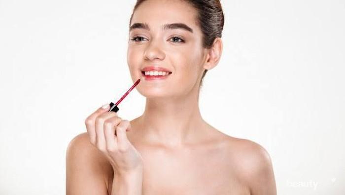 Tips Menggunakan Lip Tint agar Merata di Bibir yang Kering
