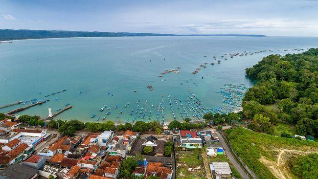 Gubernur Jawa Barat Ridwan Kamil memerintahkan untuk menutup akses menuju objek wisata di Pangandaran dan Ciwidey, antisipasi penularan Covid-19.