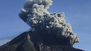 Gunung Sinabung Erupsi Muntahkan Abu Vulkanik 2.000 Meter