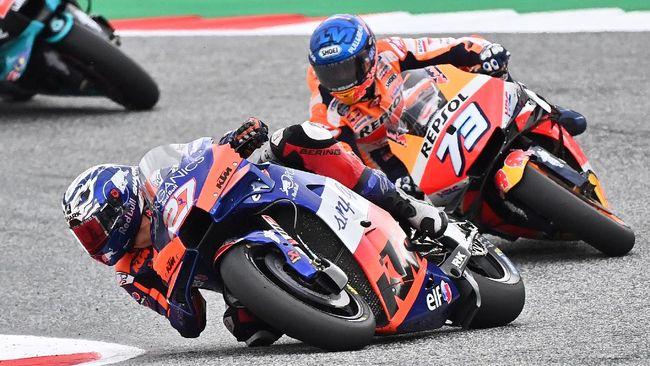 Pembalap Tech3 KTM Iker Lecuona terpaksa absen di MotoGP Eropa 2020 meski tes virus corona pembalap asal Spanyol itu menunjukkan hasil negatif.