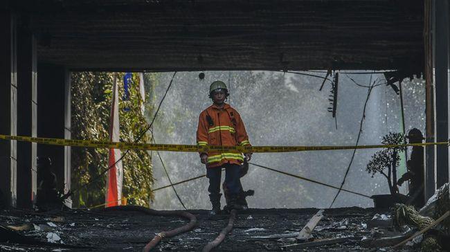 Komisi III DPR mengingatkan standar operasional prosedur bekerja berkaca pada kelalaian pekerja yang menyebabkan kebakaran Gedung Kejagung.