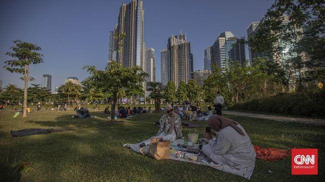 Piknik di Hutan Kota GBK bisa menjadi solusi wisata di dalam kota kala pembatasan perjalanan akibat virus corona membuat rencana liburan tertunda.