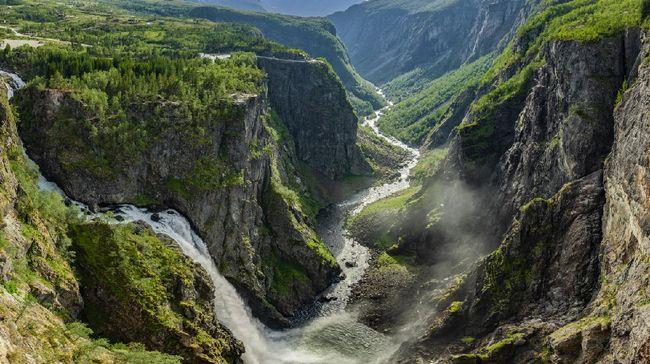 Jembatan Mengambang Di Atas Air Terjun Curam Norwegia